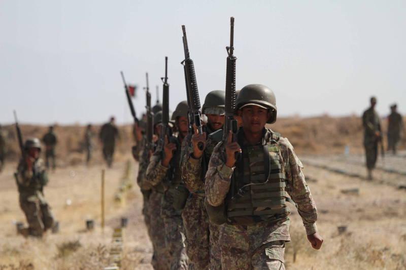 阿富汗政府代表團與民兵組織塔利班在卡達進行和平會談,境內再傳襲擊事件。(歐新社)