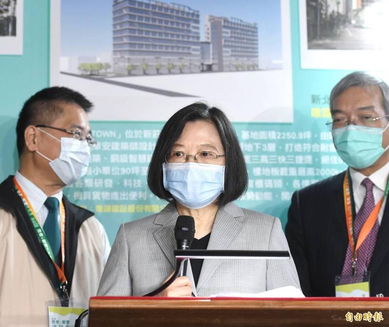 總統蔡英文指出,台灣會持續落實國防自主,全面掌握和因應局勢,為維護區域和平做出努力。圖為蔡英文出席「第二屆危老+都更博覽會」。(記者方賓照攝)
