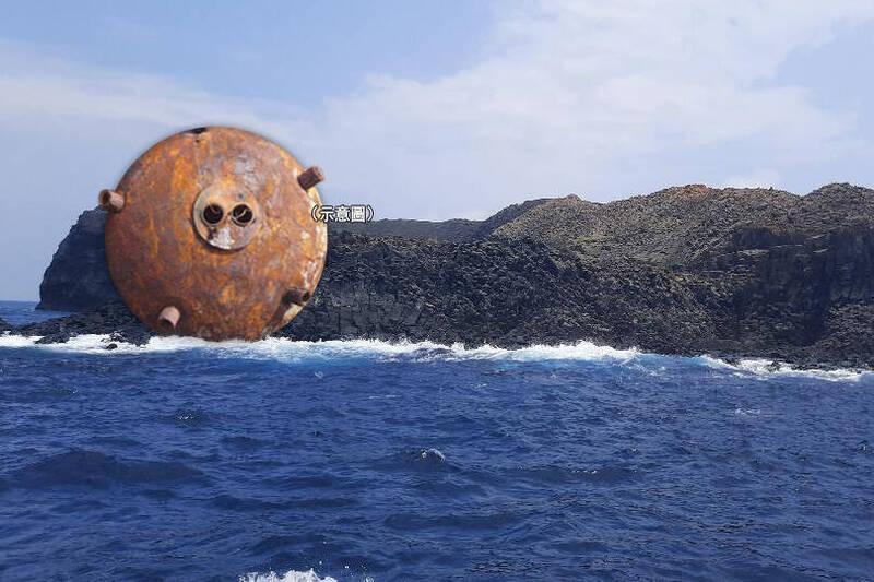 澎湖南方四島國家公園轄管的東吉嶼,對面是鋤頭嶼無人島,18日委外淨灘人員登島淨灘,意外發現一枚疑似水雷。(本報合成)