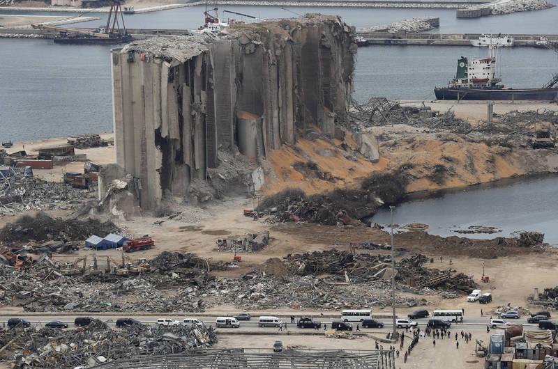 黎巴嫩貝魯特上月因港口大量硝酸銨引發大爆炸,軍方近日在港區倉庫再查獲1.3噸煙火。(美聯社資料照)