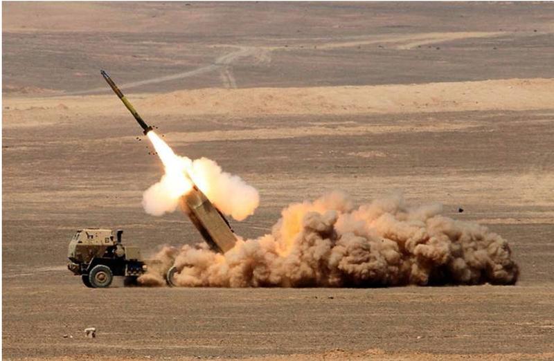 美軍HIMARS系統發射,其中的戰術飛彈(ATACMS)射程可達300公里。(歐新社)