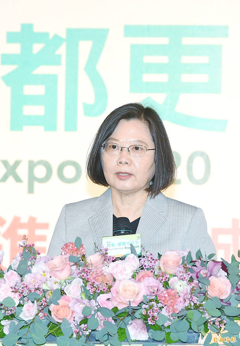 President Tsai Ing-wen speaks at an event in Taipei yesterday. Photo: Fang Pin-chao, Taipei Times