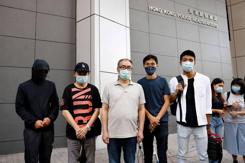 12名港青的家屬昨日在香港警察總部前召開記者會,呼籲警方徹查到底。(路透)