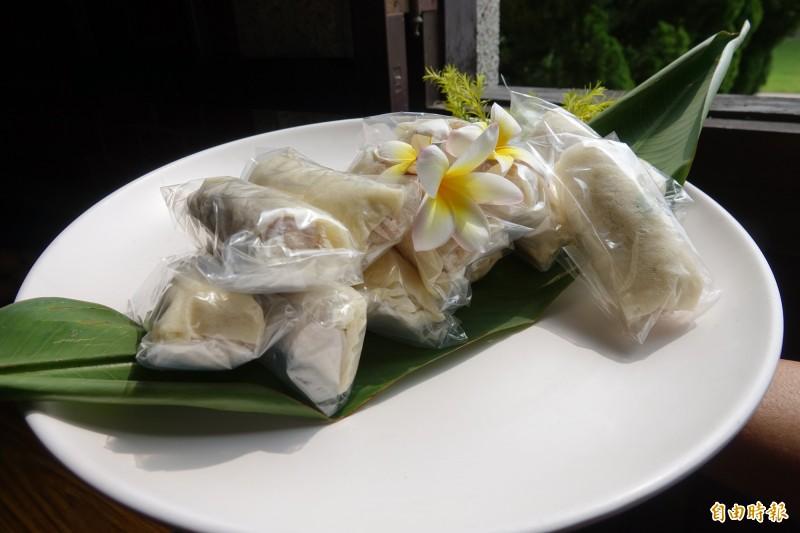 鹿港潯味甲子宴端出「蔴荖潤餅」,由錦興餅鋪的蔴荖,搭配林家三代的潤餅皮。(記者劉曉欣攝)