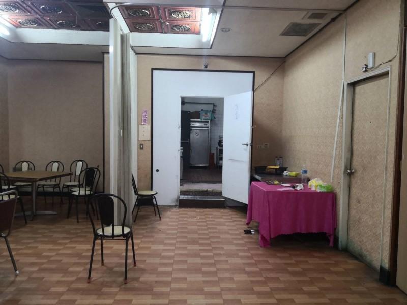 高雄老字號江浙菜餐廳「黃鶴樓」,傳出暫時停業,新接手者還與原業者爆出經營權紛爭,圖為餐廳內部現況。(讀者提供)