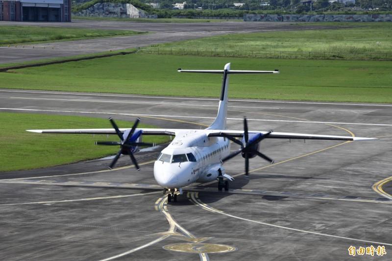 菲律賓民航機「首航」恆春機場。(記者蔡宗憲攝)