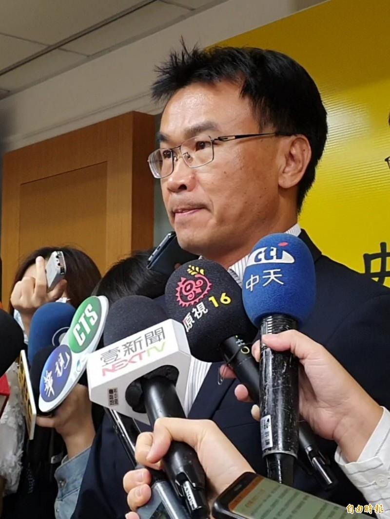 農委會主委陳吉仲澄清沒有提供萊克多巴胺環保收益好的字眼。(記者簡惠茹攝)