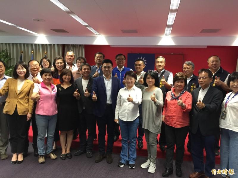 國民黨立院黨團20名立委訪中市,展團結力量幫地方爭取前瞻經費。(記者蘇孟娟攝)
