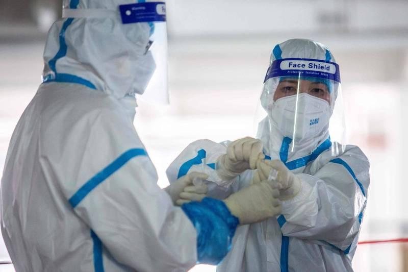 港大公共衞生學院實驗室傳出有研究員確診,該實驗室的37個環境樣本中,有14個檢驗後出現新型冠狀病毒陽性反應。(法新社)
