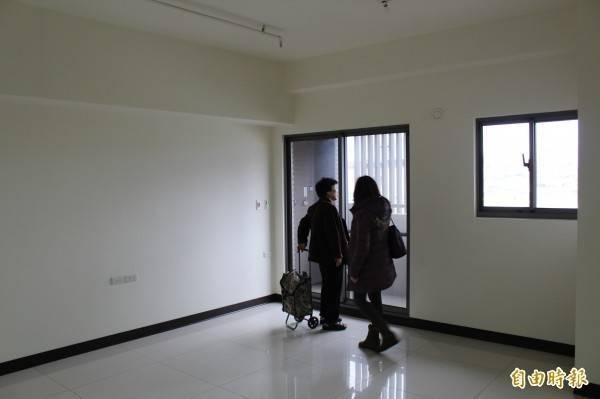 中國杭州一名戴姓房仲偽造合約和公司章與客戶簽租約,並收取租金。圖為看房示意圖,圖與新聞事件無關。(資料照)