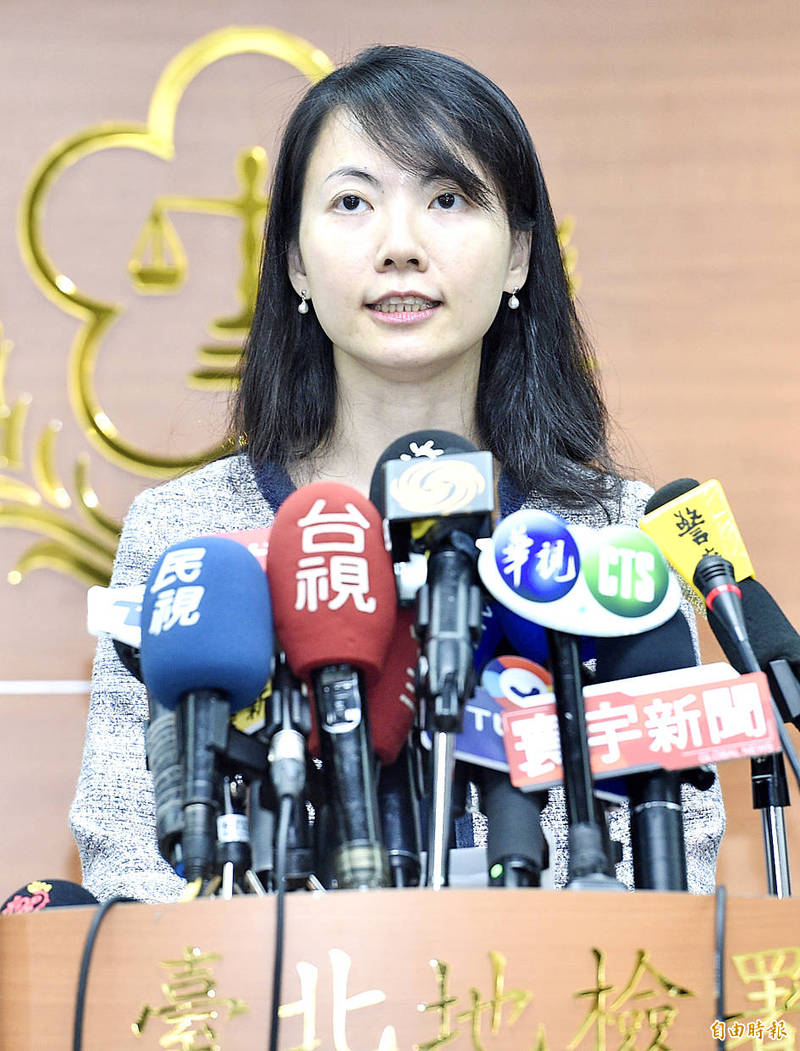 Taipei District Prosecutors' Office Deputy Chief Prosecutor Chen Yu-ping speaks at a news conference in Taipei yesterday.  Photo: Peter Lo, Taipei Times