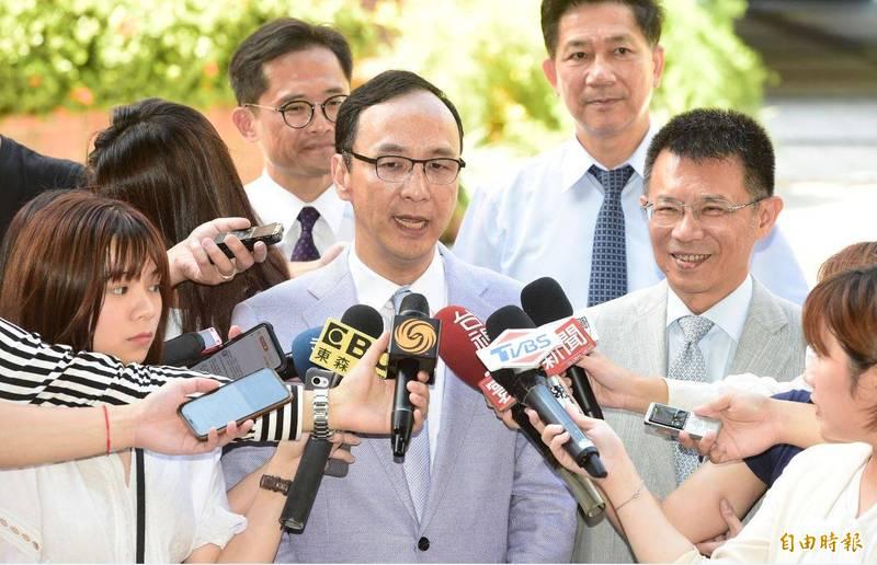 韓國瑜遭爆料有意參選2022年台北市長,國民黨前主席朱立倫今表示,離選舉還有2年多,現在講都只是傳言。(記者叢昌瑾攝)