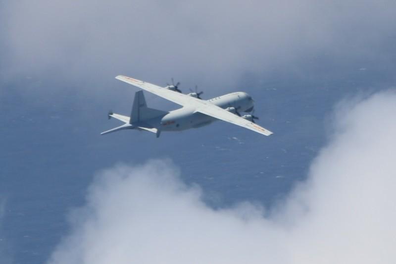 國防部昨晚公布進入我西南防空識別區的中共運八反潛機照片。(國防部提供)