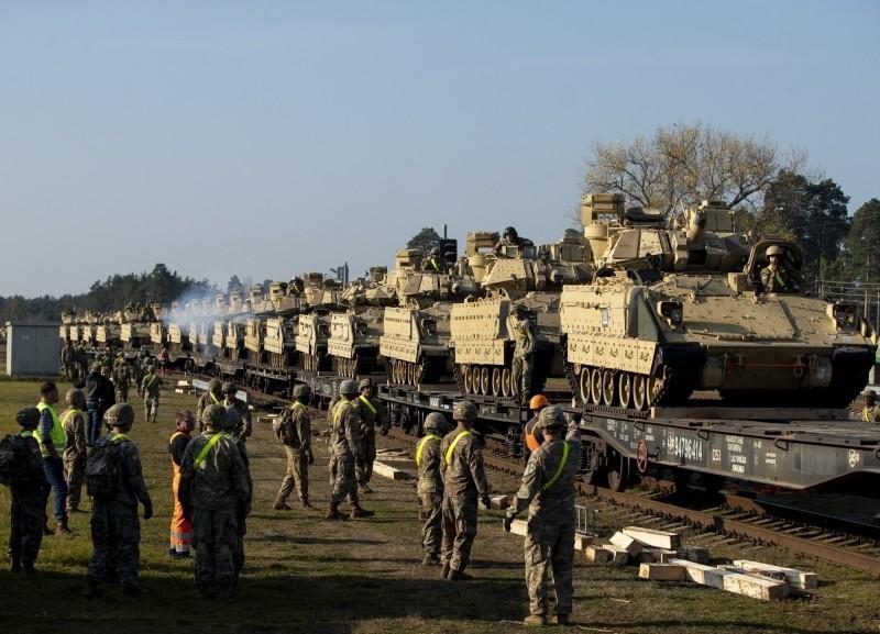 鄧恩認為,美軍應派4個重裝師兵力駐防台灣。(美聯社資料照)