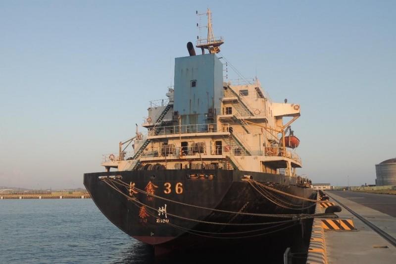 「長鑫36號運砂船」底價為78280000元,二拍降價二成。(澎湖地檢署提供)