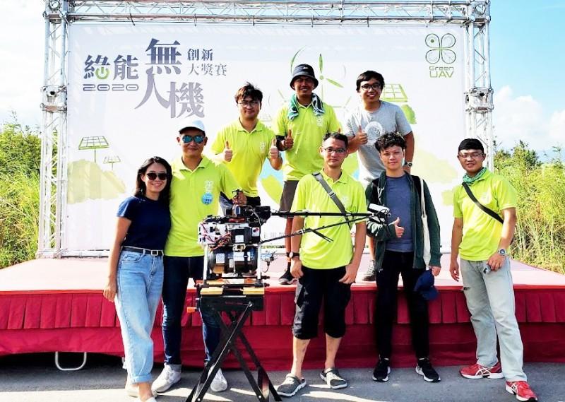 科技部無人機創新大獎,元智大學團隊成功挑戰飛越龜山島。(元智大學提供)