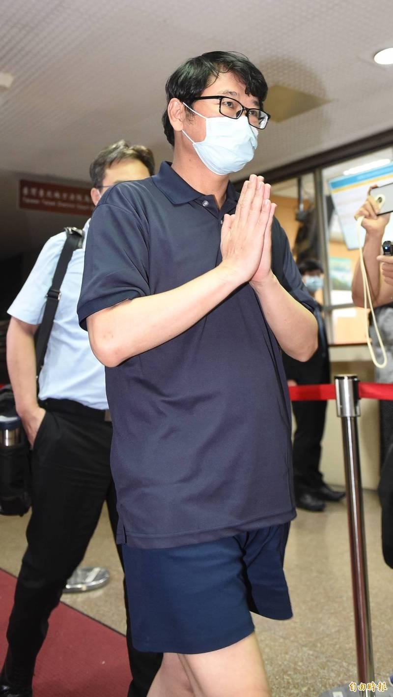 立委趙正宇當庭飭回,趙離開法院時說「感謝法官還我清白」。(記者劉信德攝)