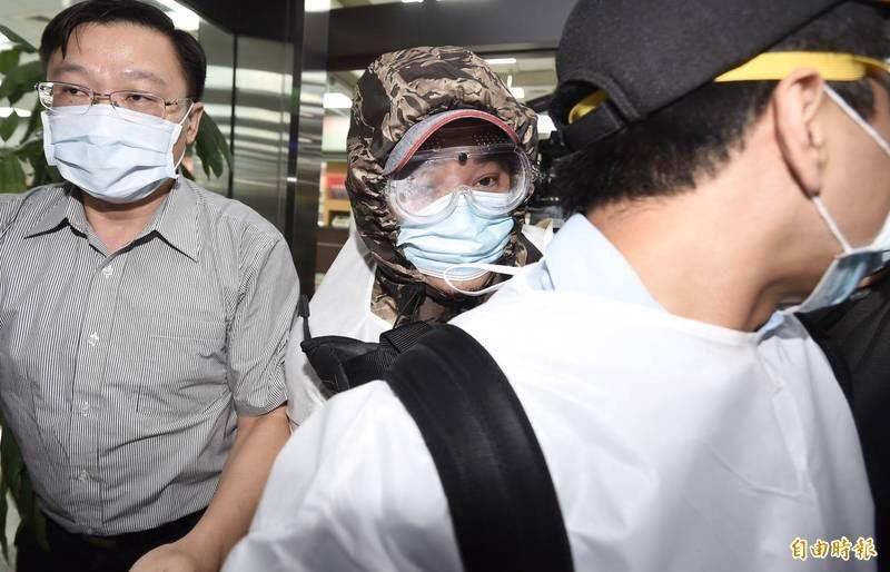 朱雪璋(中)14日被押解回國發監服刑。(資料照)