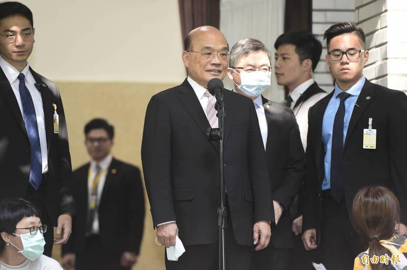 行政院長蘇貞昌今日一早即抵達立法院準備施政報告並備詢,在進入議場前接受媒體訪問。(記者叢昌瑾攝)