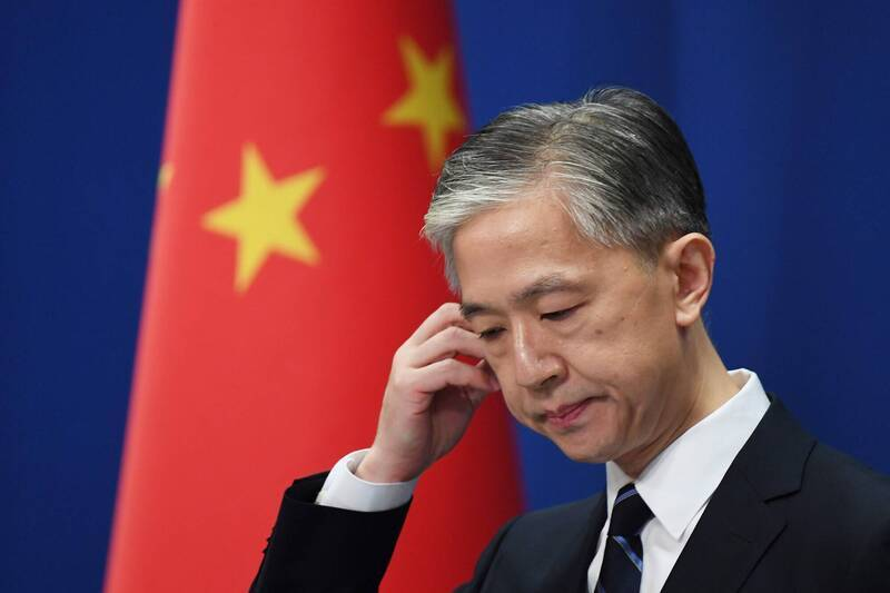 中國外交部今天的例行記者會上,日媒記者提問梵蒂岡與台灣的邦交關係,沒想到發言人汪文斌(見圖)沒有馬上回答問題,反而不滿地說,「請你以後用『中國台灣地區』來稱呼台灣」。(法新社)
