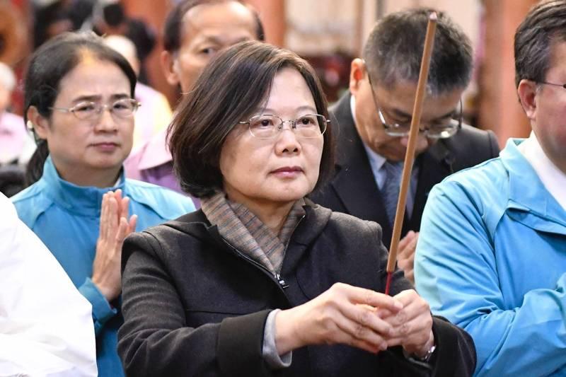《彭博》盛讚台灣總統蔡英文(見圖)今年在全球領導人中大放異彩,很難找到其他國家領導人擁有比她順遂的2020年。(法新社)