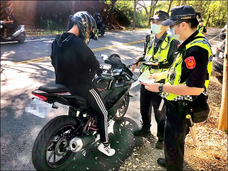 彰化縣警察局去年共開罰31萬9393件交通違規罰單。(警方提供)