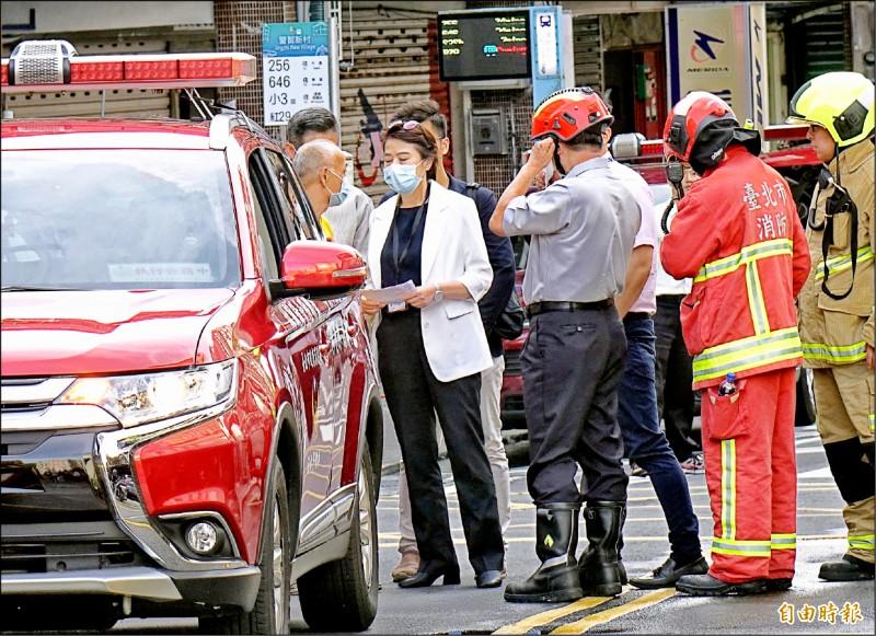 台北市副市長黃珊珊前天在火災現場了解狀況。 (資料照,記者朱沛雄攝)
