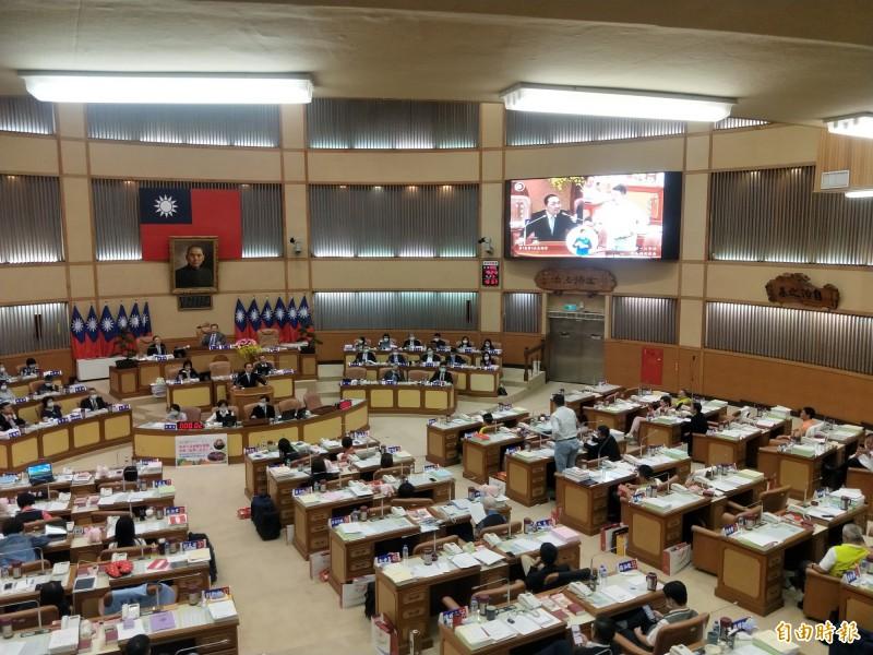 新北市議員何博文要求新北市長侯友宜對共軍繞台表態,侯友宜強調,台灣不容挑釁。(記者何玉華攝)