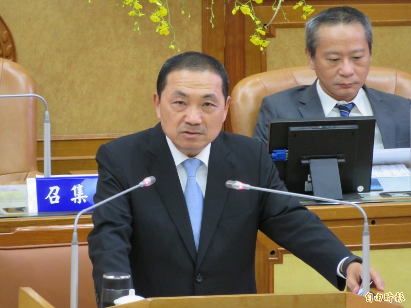 新北市長侯友宜祝福台北市長柯文哲「市政加油,好好選總統」。(記者何玉華攝)