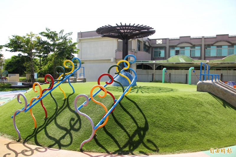 布袋鎮東港社區的「東港3」兒童公園,非常漂亮。(記者林宜樟攝)
