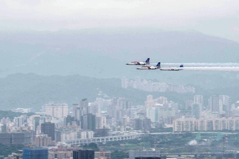 Three AT-3 training jets fly above Taipei yesterday in a rehearsal for Double Ten National Day celebrations. Photo courtesy of the Military News Agency via CNA