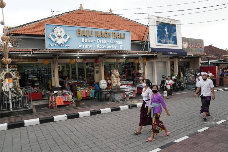 由於目前峇里島仍未對外國旅客開放,因此街頭仍是冷冷清清。(彭博)