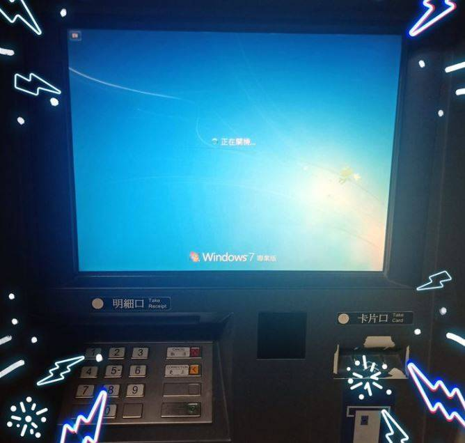 原PO貼出關機的ATM。(圖擷自爆怨公社)