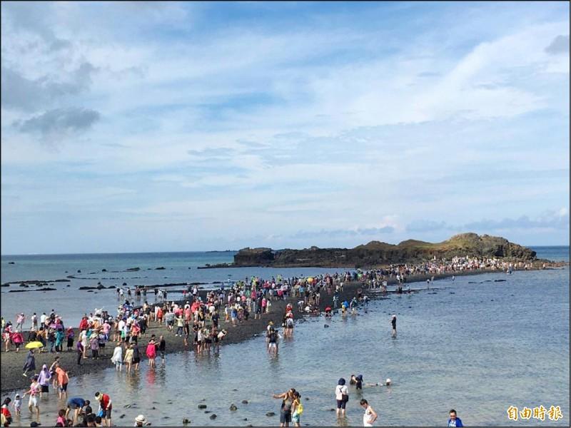 國旅大爆發首選澎湖,觀光景點大排長龍。(資料照,記者劉禹慶攝)