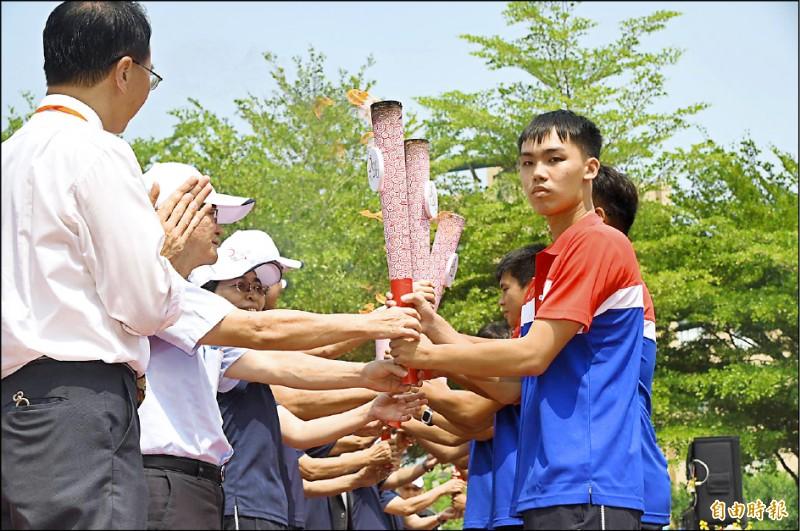 台灣防疫成功全大運復辦,將於10月31日登場,昨日引燃聖火。(記者張忠義攝)