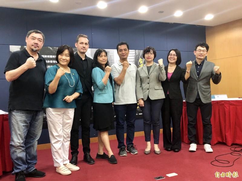 台灣媒體界今天提出5項政策,倡議政府以更積極的態度及政策因應香港危機。(記者羅綺攝)