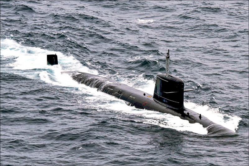 印度海軍和法國合作,在國內打造的第二艘「鮋魚級」(Scorpene-class)柴電攻擊潛艦坎德里號(INS Khanderi),去年九月入伍服役。印度總共將打造六艘該型潛艦。(法新社檔案照)