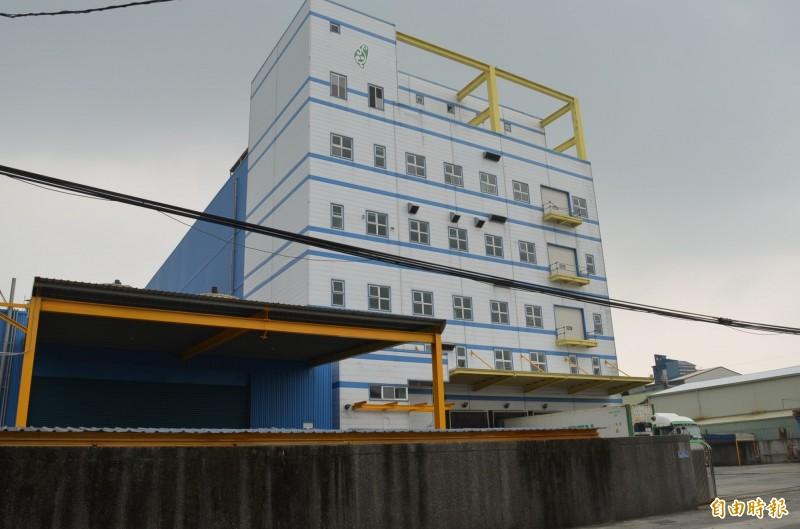 知名冷凍倉儲公司櫻馫興業積欠多家銀行債務遭查封,位於九如鄉的廠房設備及土地將29日法拍(記者李立法攝)