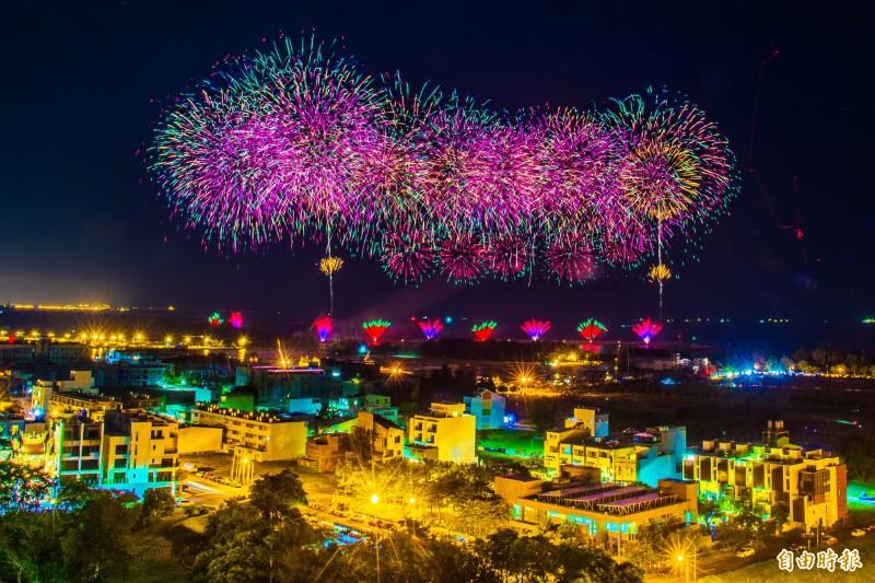 國慶籌委會今日於安平進行800顆煙火測試施放!(記者張忠義攝)