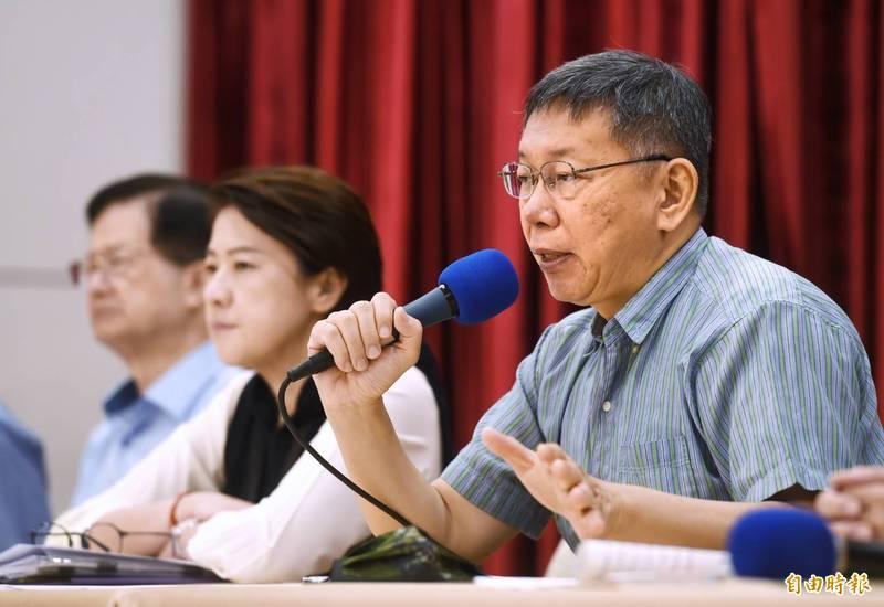 台北市政府今上午召開記者會,台北市長柯文哲表示,昨上午收到檢舉,內湖區一處民宅發現未立案機構,裡面安置4名長者,立刻通知家屬,由社會局緊急安置。(記者方賓照攝)