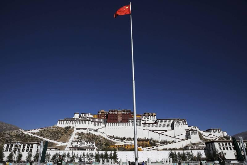 中國政府將新疆經驗全盤移植到西藏。(路透)
