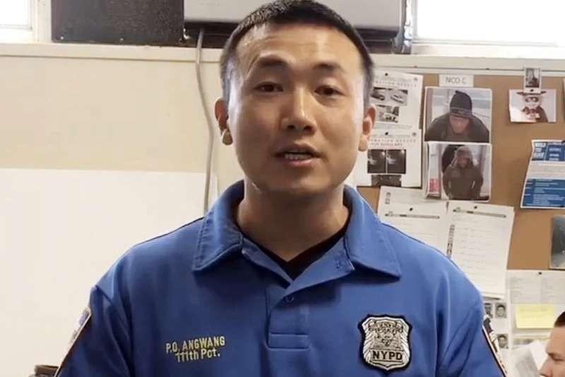 被指充當中國政府非法代理人的紐約市警察昂旺(Baimadajie Angwang)。(翻攝臉書)