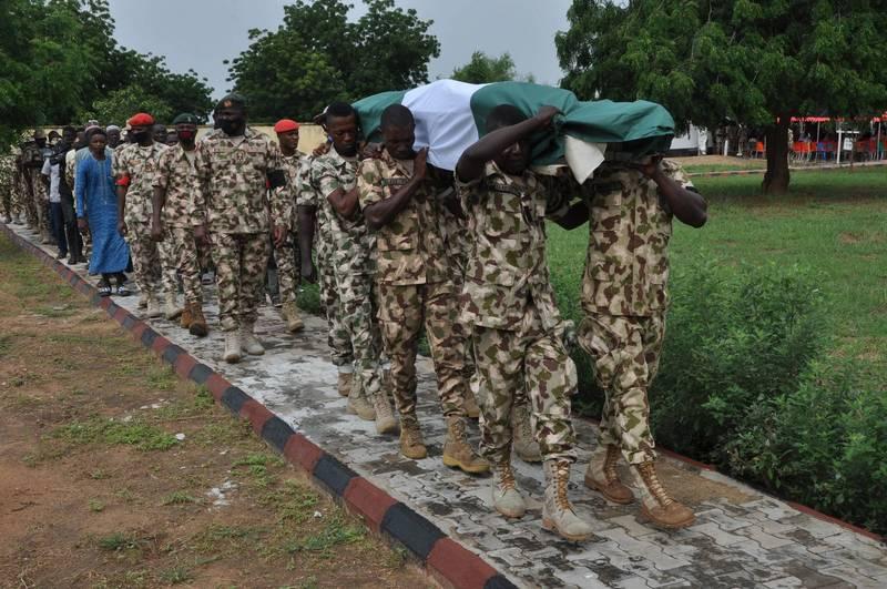 奈及利亞東北部傳恐怖攻擊,博爾諾州長祖魯姆車隊遇襲,至少30人死亡。(法新社)
