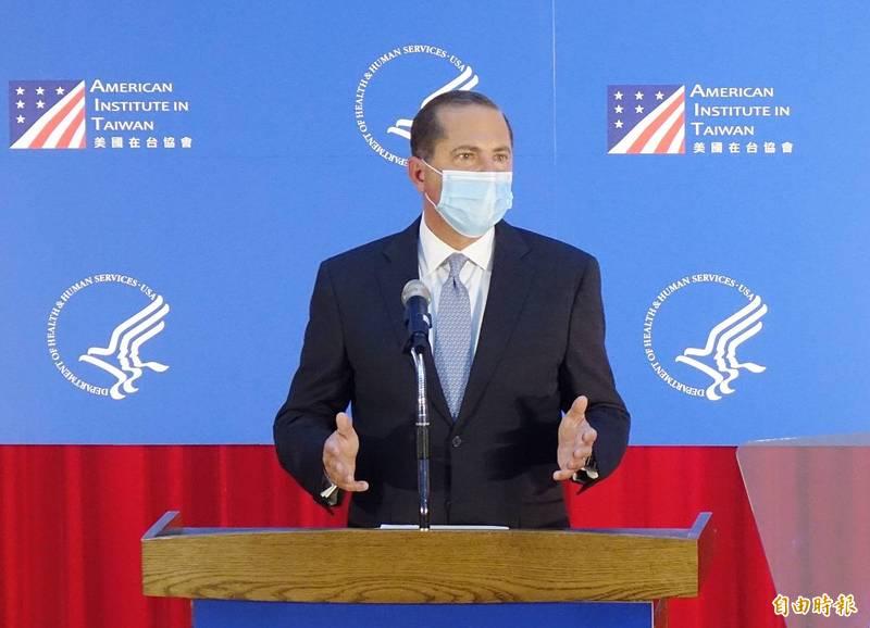 美國衛生部長阿札爾在23日的衛生與經濟高階會議中,特地透過影片大讚「台灣模式」。圖為阿札爾訪台期間,8月11日下午在台大公衛學院發表專題演講。(資料照,記者朱沛雄攝)