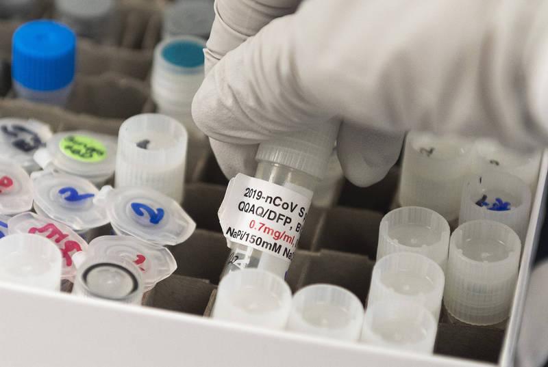 由於我國希望取得4支的疫苗中,其中3種是mRNA疫苗,是需在零下80度運送的高科技疫苗,但台灣沒有相關的冷鏈運輸技術;中央流行疫情指揮中心發言人莊人祥表示,目前指揮中心已與工研院商議,技術上應無太大難度。(法新社)
