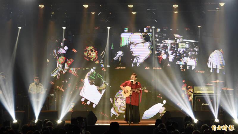 民進黨27日在松山文創園區舉辦「民主開唱音樂會」,邀請歌手陳明章(見圖)等開唱民主金曲。(記者羅沛德攝)