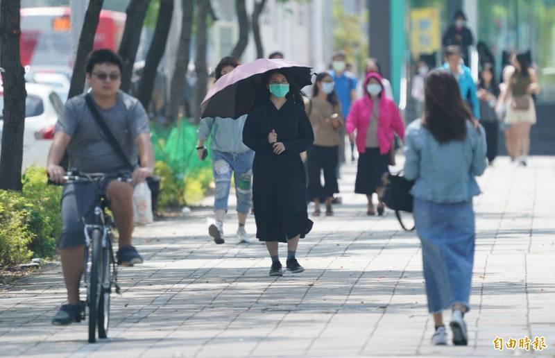 吳德榮表示,中秋連假為「秋高氣爽」、日夜溫差大的天氣。(資料照)