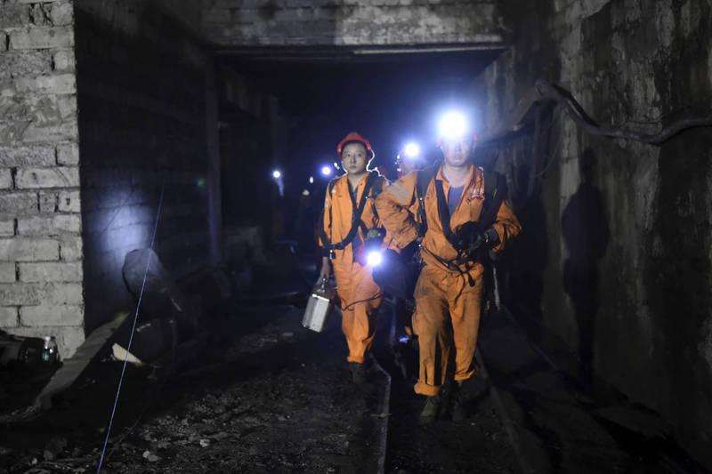 重慶一處煤礦今晨發生火警,17名礦工被困,等到救援人員到達時,16人已無生命跡象,1人送醫急救。重慶煤礦井示意圖,與本新聞無關。(美聯社)