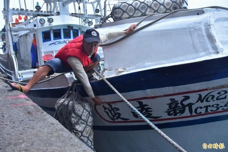 新凌波236號船長陳吉雄,今出面還原遭日艦衝撞經過,希望日方致歉並賠償。(記者張議晨攝)