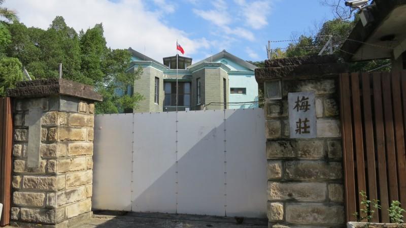 台北市定古蹟熱帶醫學研究所士林支所,內有多座舊墓、加上軍方口耳相傳的鬼故事,文化局將進一步考證與白色恐怖時期的歷史脈絡。(圖由台北市文化局提供)